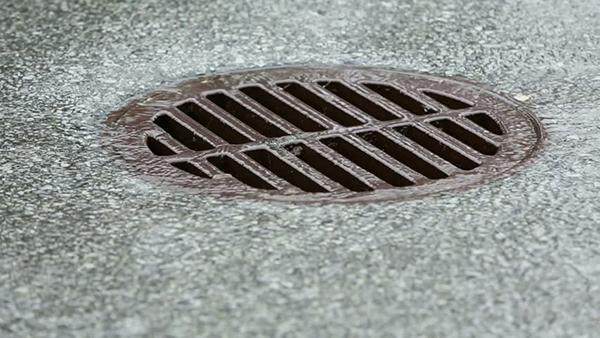Люк ливневой канализацииЛюк ливневой канализации