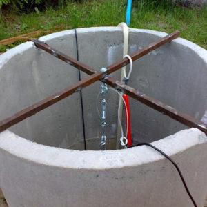 Установка погружного насоса в колодец