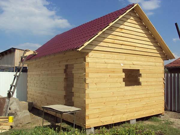 баня из деревянных брусьев