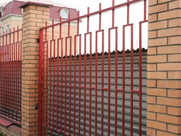 Забор решетка металлический