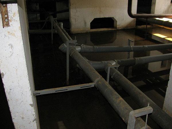 Как избавиться от воды в погребе без насоса