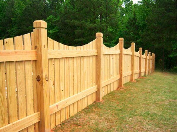 Деревянный забор: виды и преимущества. Инструкция по установке