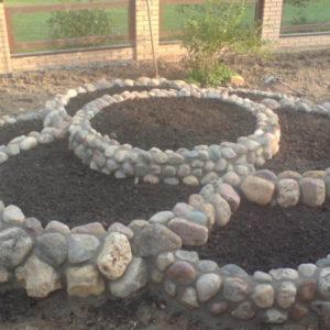Клумбы из камней: оформляем красиво