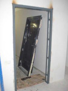 Как разобрать металлическую дверь