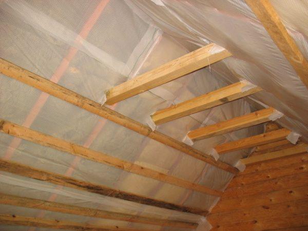 утепление потолка крыши